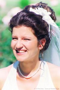 Lachende Braut - Hochzeitsfoto