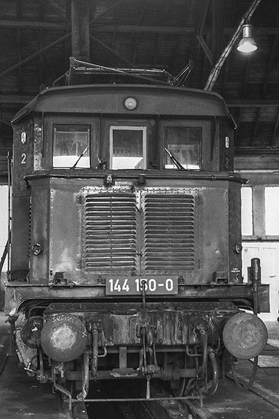 E-Lok 144 150-0 im Lokschuppen BW Würzburg
