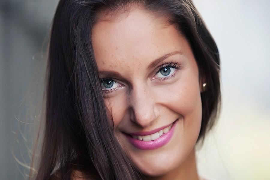 Model Samina beim Fotoshooting mit Fotograf outdoor in Würzburg