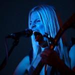 Coby Grant intense in Rimpar - blue light on stage - Fotograf Ulf Pieconka