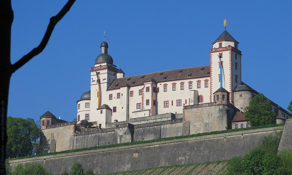 Festung Marienberg in Würzburg in der Morgensonne