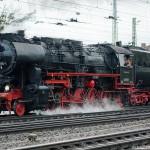 52 8195-1 Dampflok bei Einfahrt in Würzburg Hauptbahnhof
