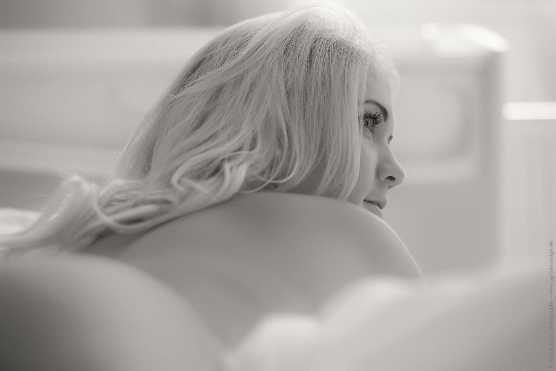 Model liegend - Boudoir-Fotografie