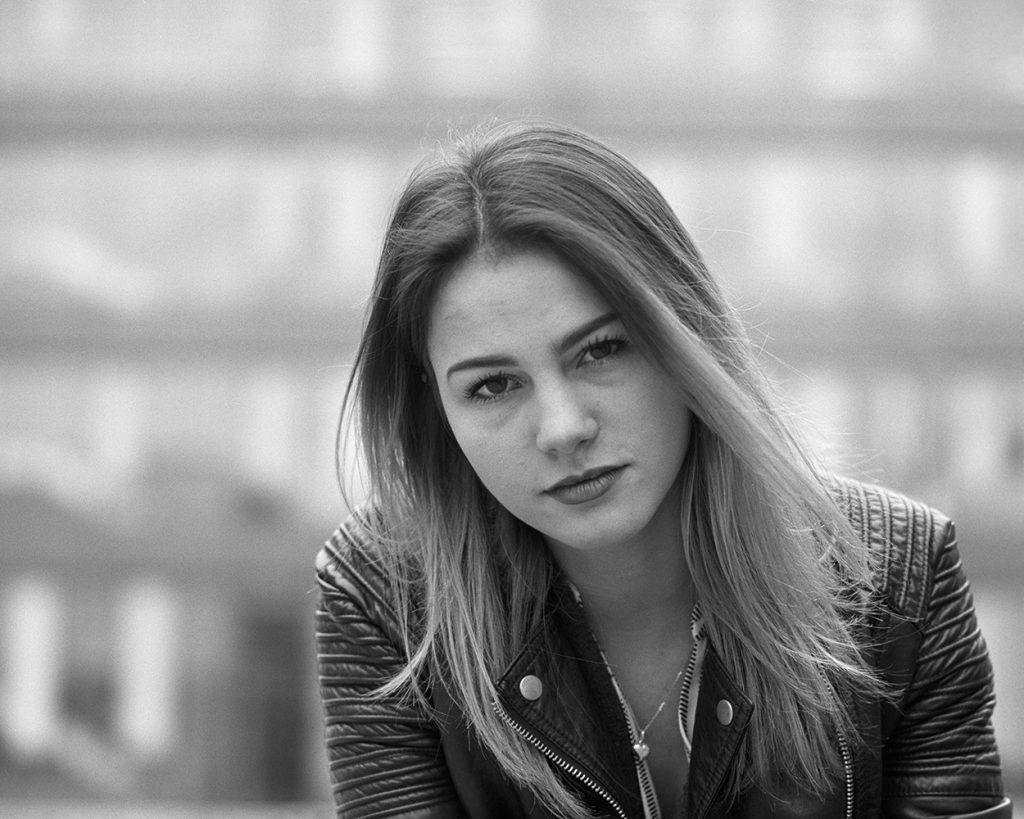 Johanna auf Ilford HP5 plus - Mamiya RB67 - Fotograf Ulf Pieconka - Wuerzburg