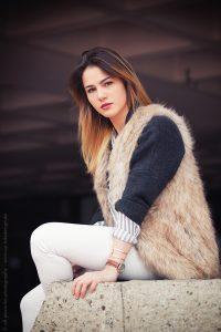 Fotoshooting in Würzburg mit Johanna - Model sitzend