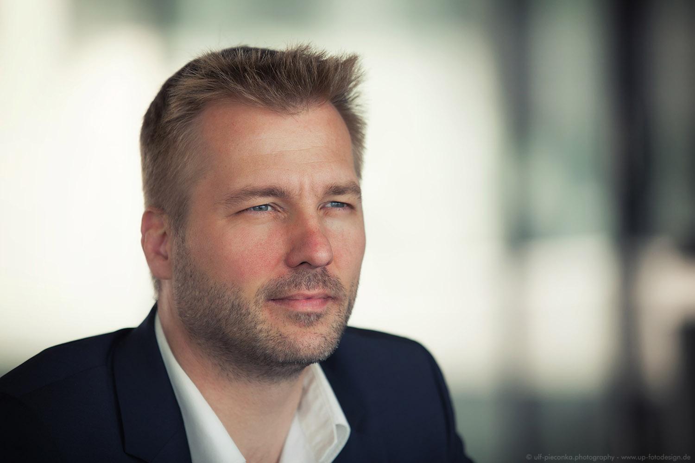 Businessportait Mann - Fotoshooting bei Fotograf Ulf Pieconka in Würzburg 1